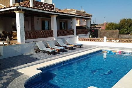 Peaceful villa with private pool!