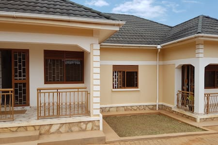 Private self catering house - Kampala - Dům