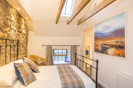 The hayloft Balerno Edinburgh for stylish comfort - 愛丁堡 - 樓中樓