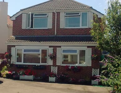 Apple Tree Cottage - Lee-on-the-Solent