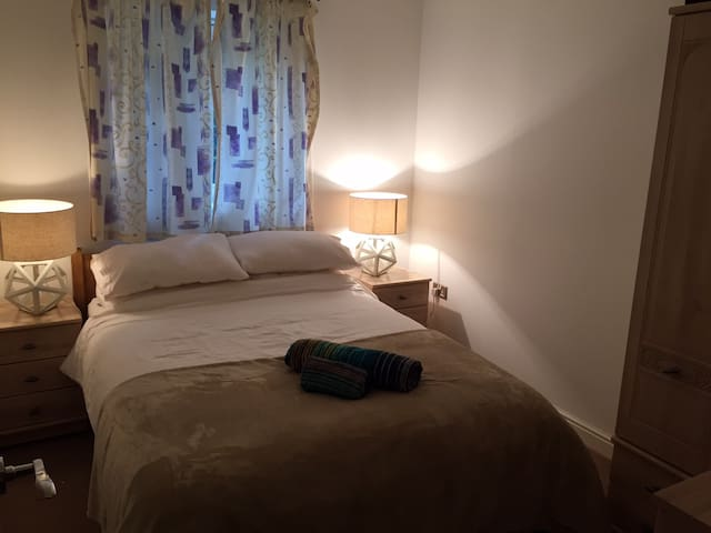 Cosy 5min from Gatwick Airport - Crawley - Apartment
