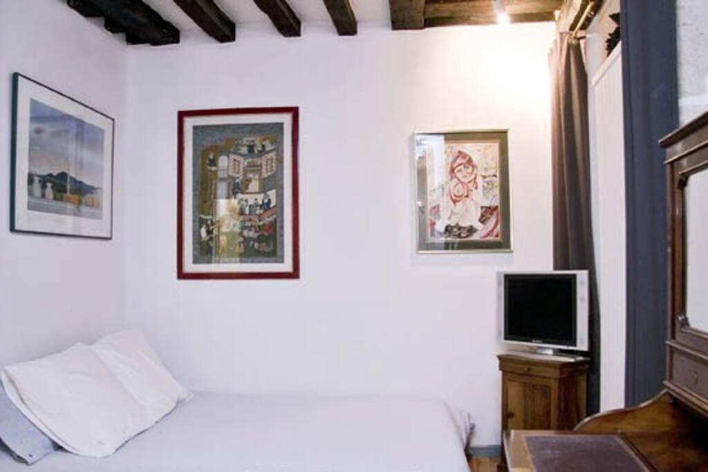 Quiet Studio In The Heart Of Paris Apartments For Rent In Paris 206 Le De France France