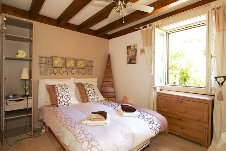 chambre Romantica, des armoires ont été ajoutées depuis la photo