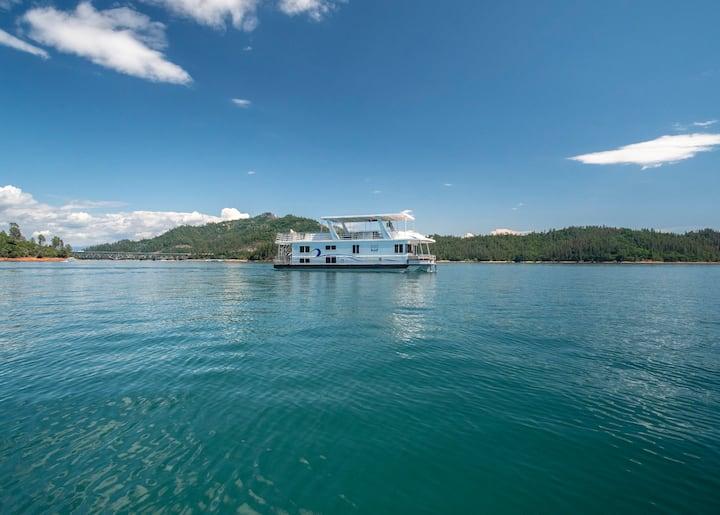 Shasta Marina's Thoroughbred Houseboat.