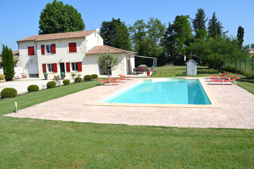 Propri t avec piscine en provence houses for rent in for Piscine 5x10