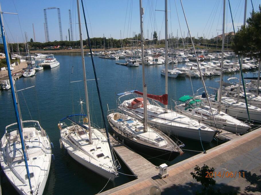 autre vue du port a droite depuis la loggia