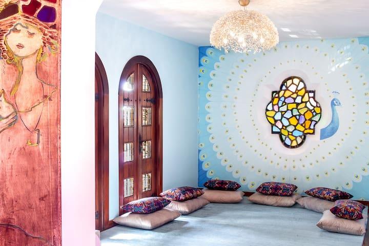 Quarto com banheiro em mansão no Mangabeiras