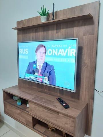 """Lindo painel com tv 4k 40"""" com Netflix!!!"""