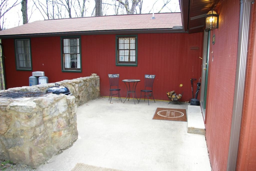 The Front Entrance/Patio Area. Take in the sounds of nature while enjoying the grill!