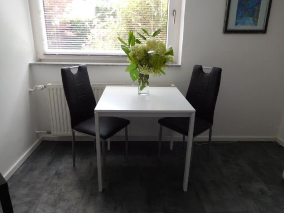 modernes appartement in ruhiger stadtrandlage wohnungen zur miete in aachen nordrhein. Black Bedroom Furniture Sets. Home Design Ideas