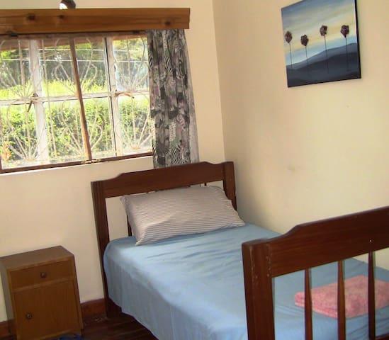 Eshel Guest House Single