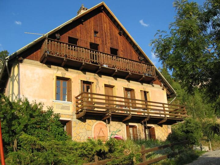 Grande maison rustique à 10 mn des pistes de Vars