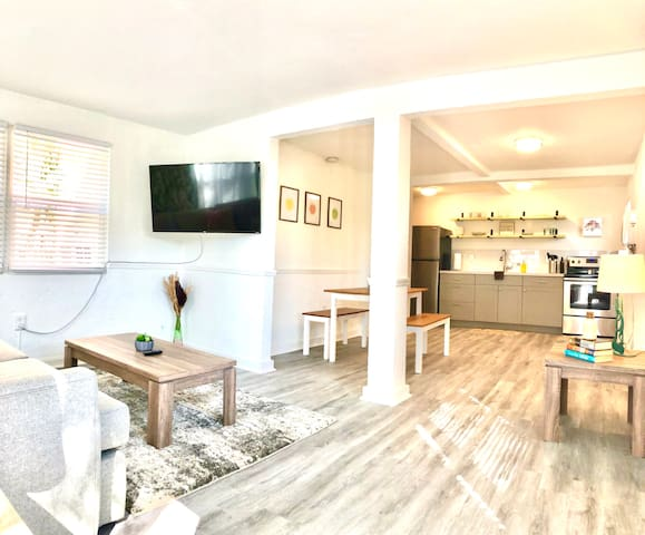 ★DISCOUNT RATE★ Private 1/1 Apt Near DT + BEACH!!