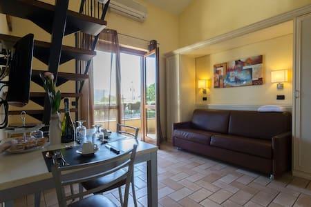 Borgo Castel Savelli Appartamento Executive - Grottaferrata - Flat