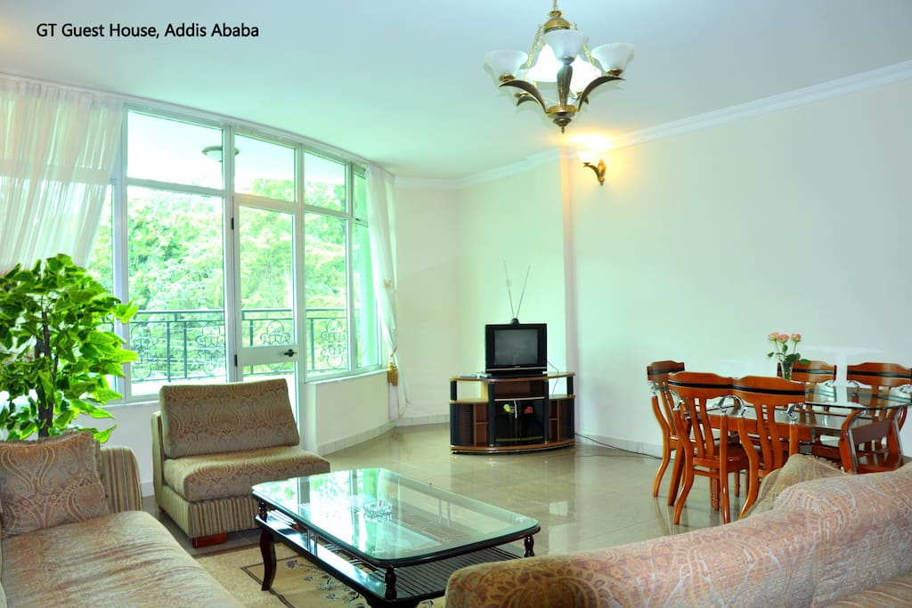 Shared spacious living room with balcony shared with 1-2 guests