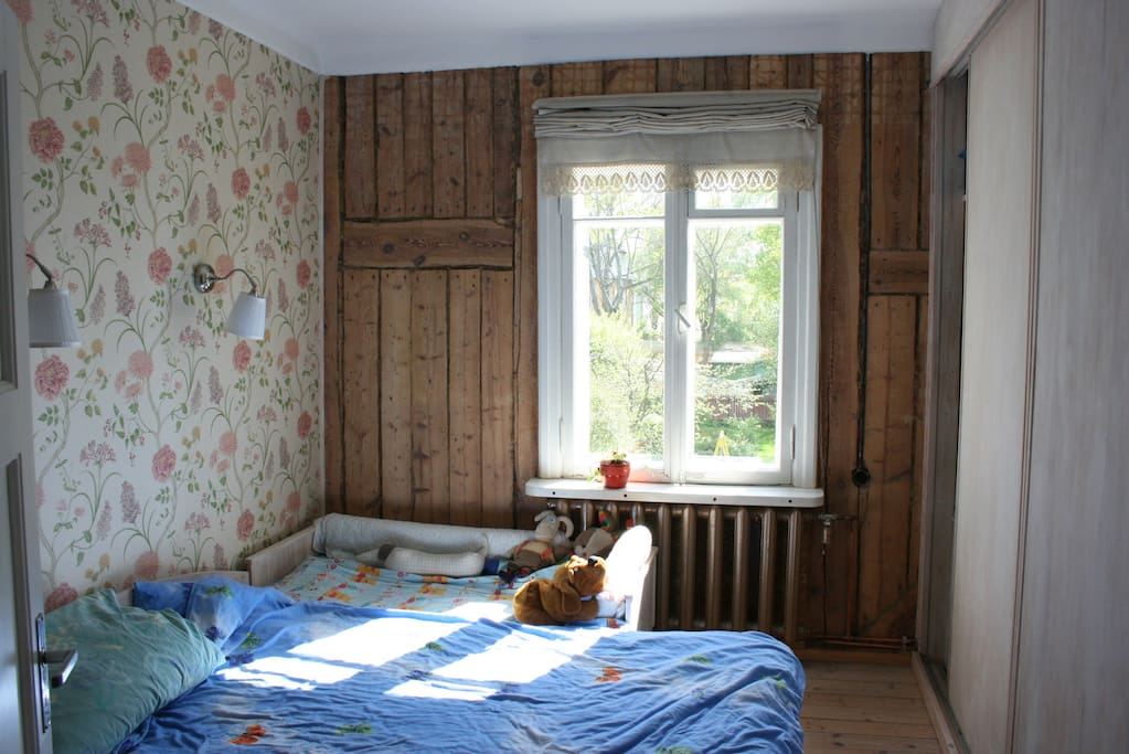 Main bedroom with kids bed attached to it. Yard facing = very quiet.