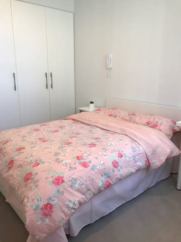 Private master room with your own bathroom - Chatswood - Leilighet