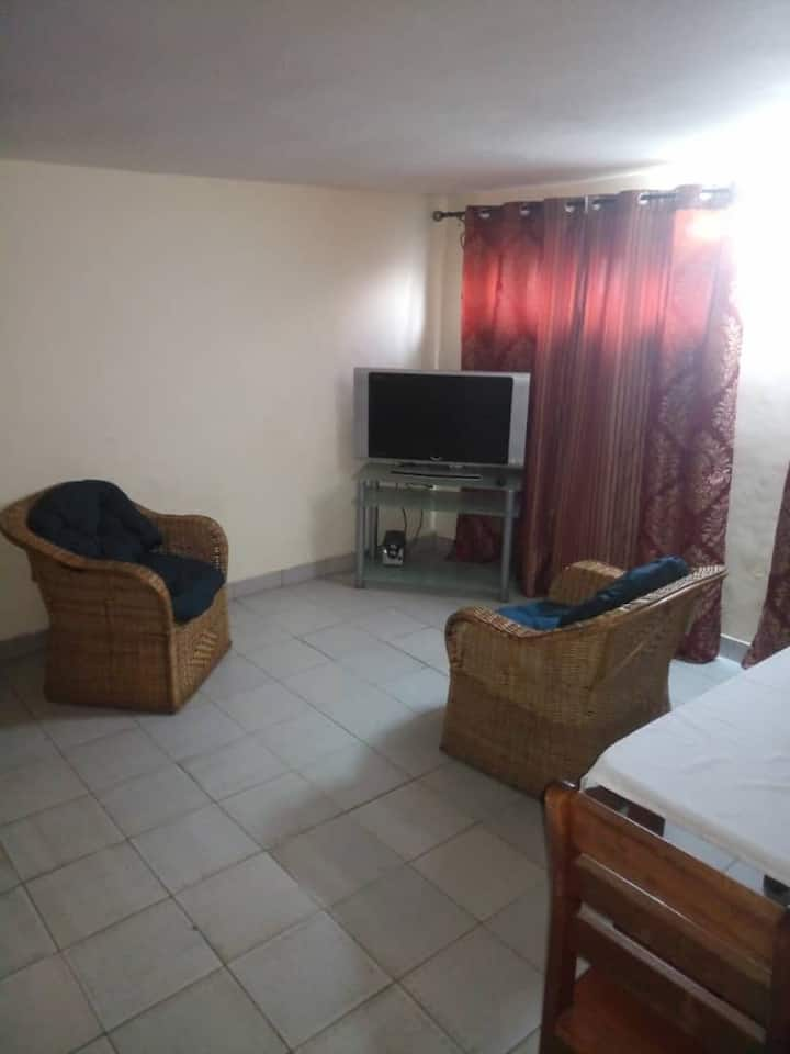 Douala, quartier Deido : Grand studio équipé Iris.