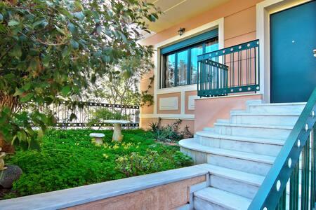EROFILI VILLA, Glyfada's coast - Ελληνικό - Villa - 1