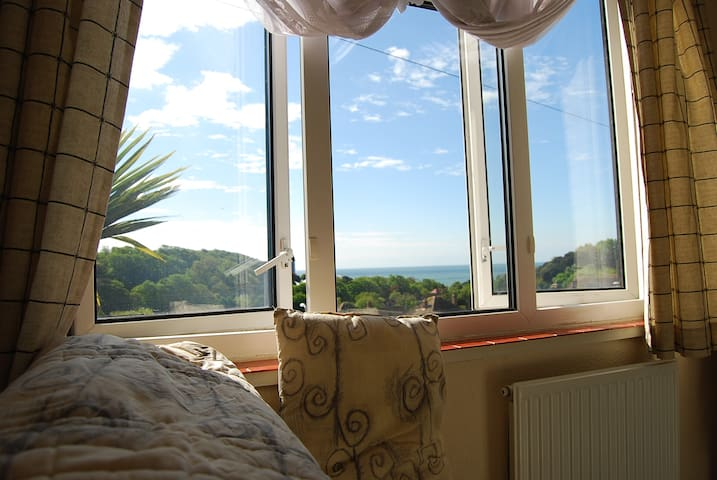 Seaview,Double Bed Little Bedroom - Folkestone