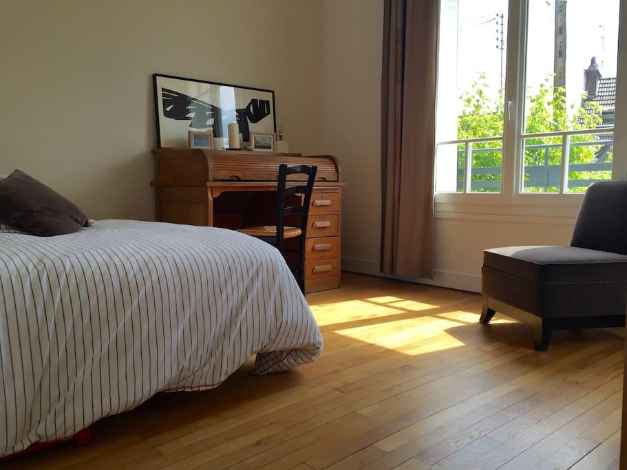 1 Er étage : deuxième chambre lit 1 ou 2 place, donnant sur une deuxième terrasse ensoleillée.