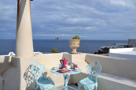 Relax in Casa Viola, in zona riparata di Stromboli