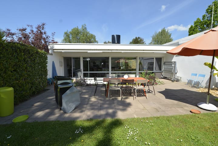 Quiet House with Swimming pool - Geneve - House