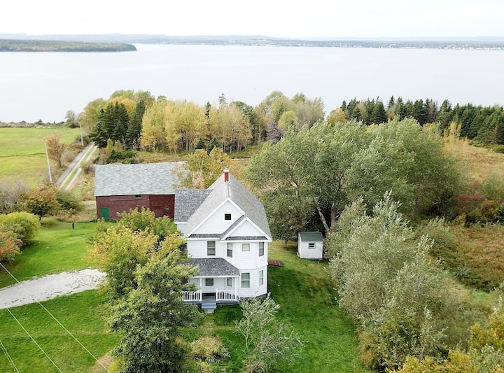 Renovated 1910 Farm House with private beach