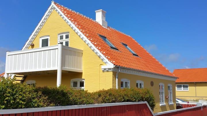 Lejlighed 1.sal tæt på Sønderstrand