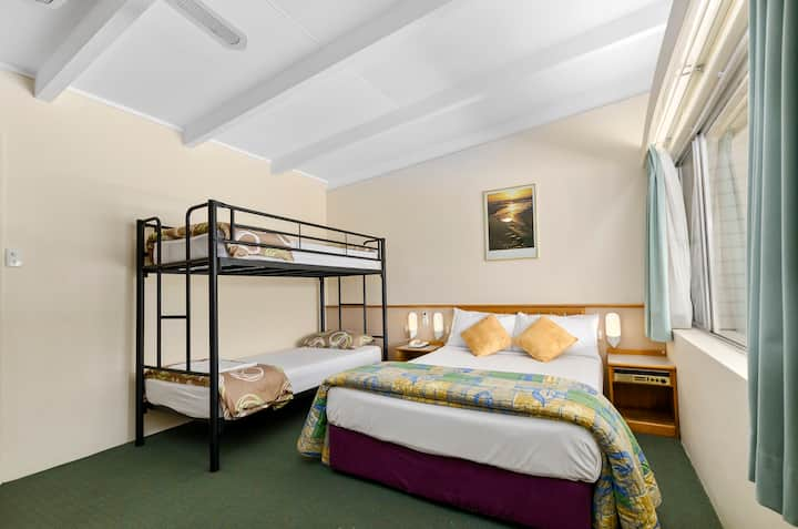 Wollongong Solomon Inn - Double & Bunk Sleeps 4