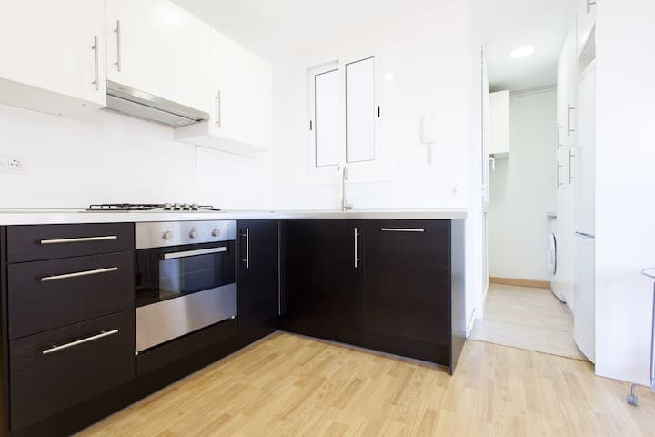 Cozy and sunny 3 br in Barcelona