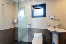 jejuollero  Guest shower booth(s-1)