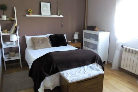 San Fermin, room to rent - Barañáin - Bed & Breakfast