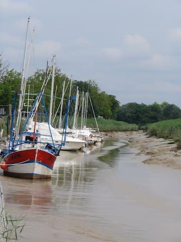 Appartement neuf campagne/estuaire Gironde - Saint-Bonnet-sur-Gironde - Byt