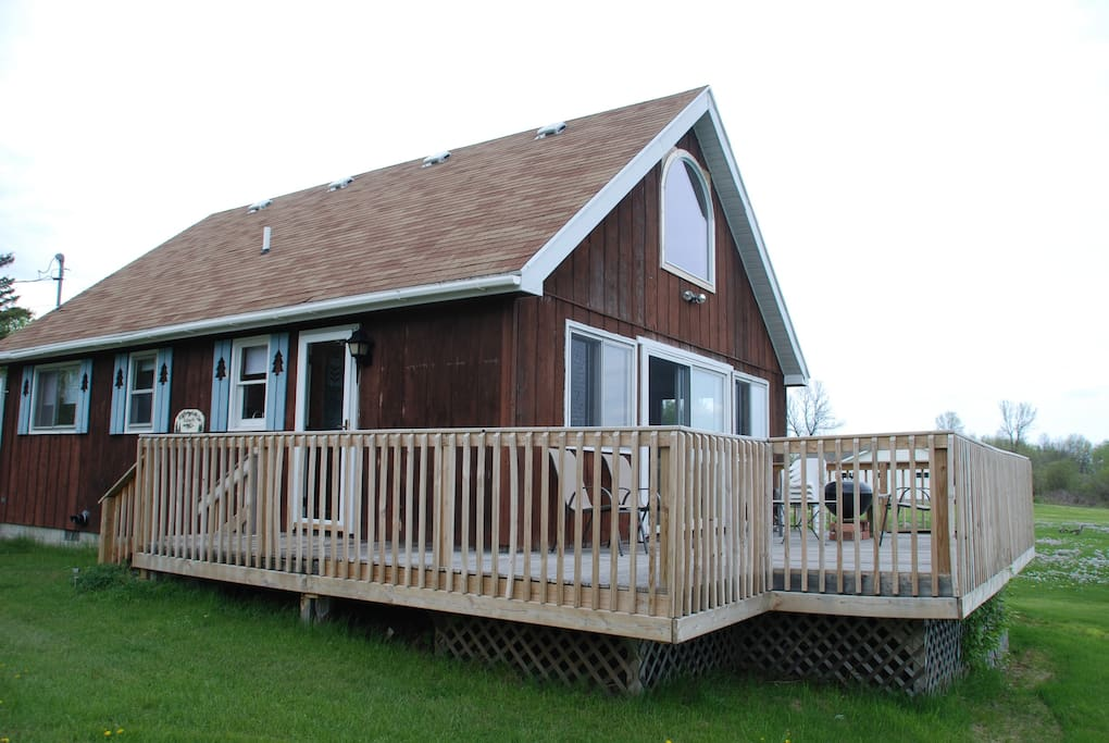 Three bedroom cottage on St. Mary's River.