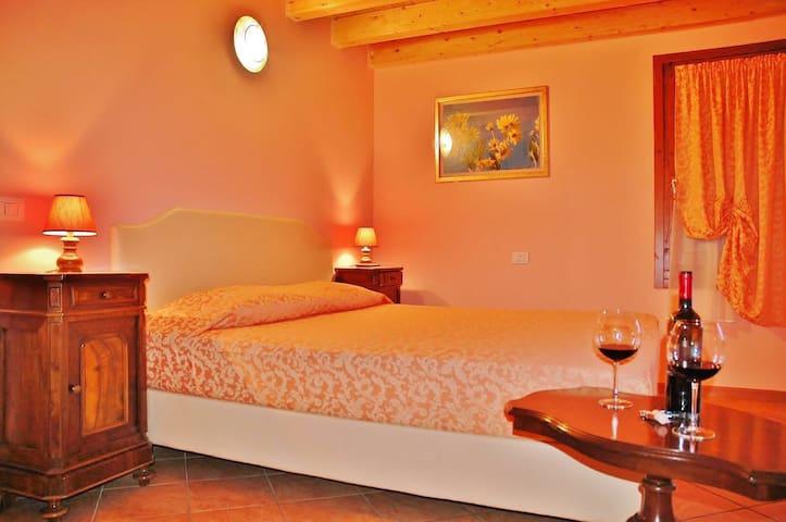Camera matrimoniale con bagno - Villafranca di Verona - Bed & Breakfast