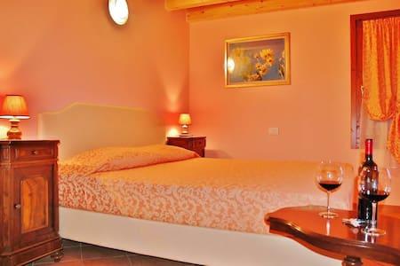 Camera matrimoniale con bagno - Villafranca di Verona