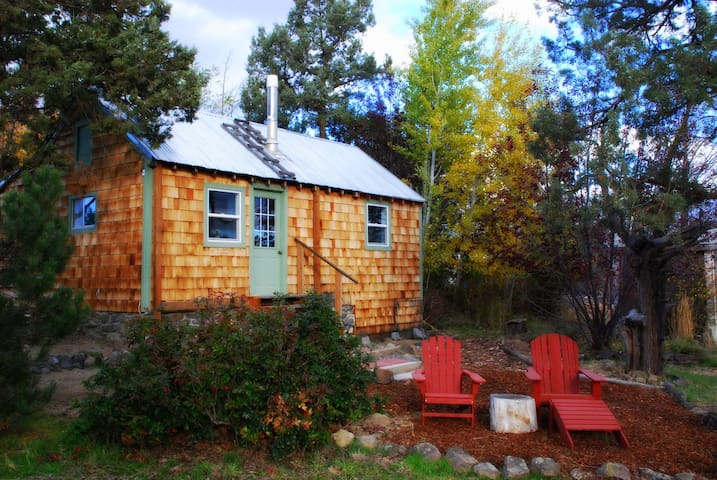 Quiet Country Getaway - Rainbow Cottage - Bend - Bungalov
