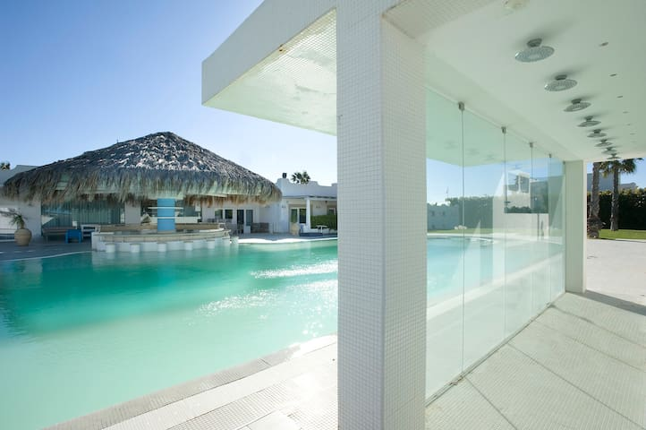 Pool&Beach by Tomasson