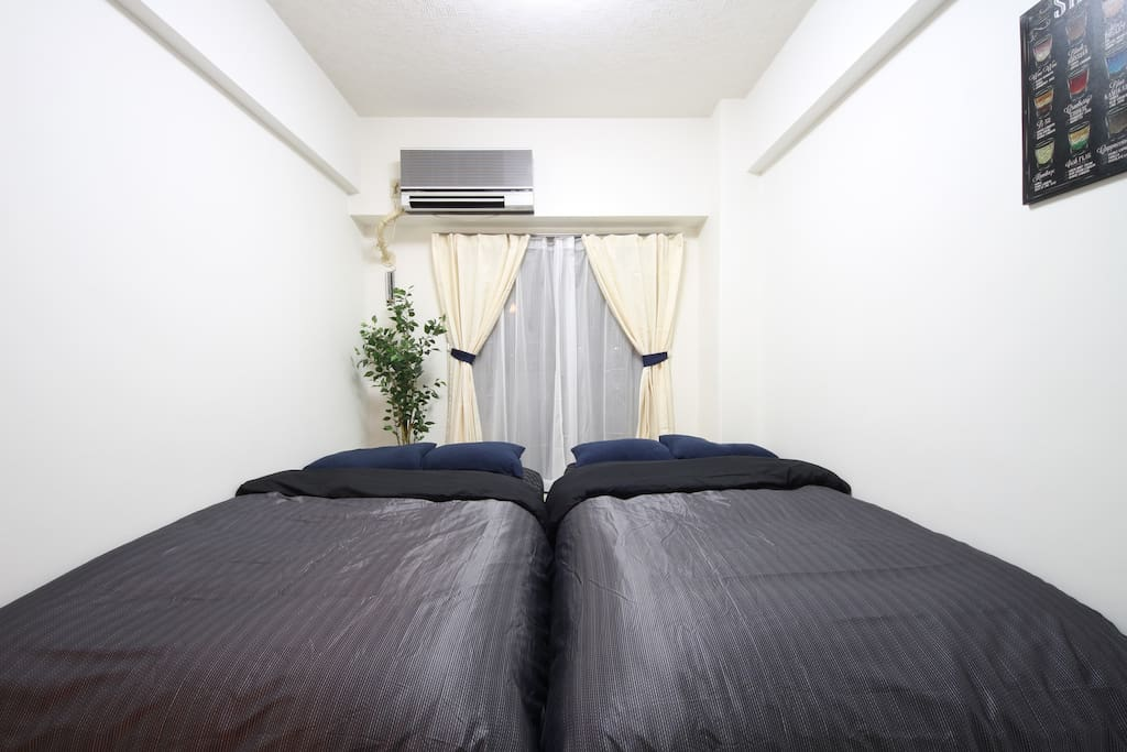 2 semi-double beds