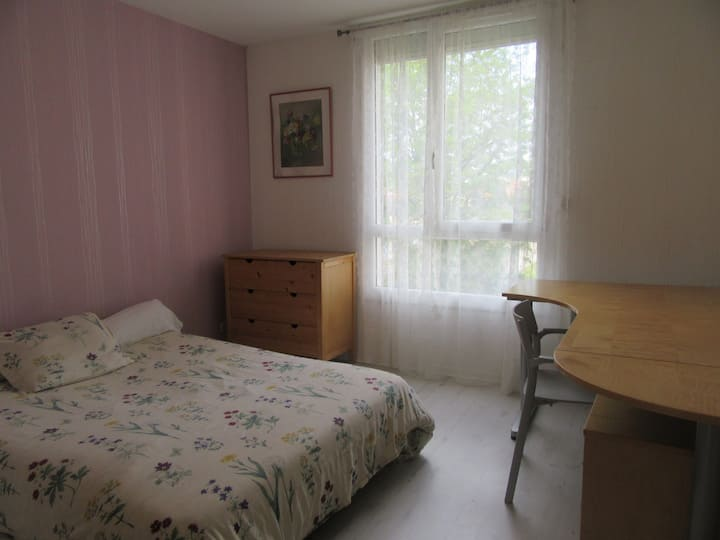 La chambre de MICHELE , a proximité de l hôpital