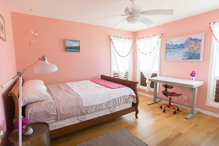 Cozy room on North Shore, mountain views!