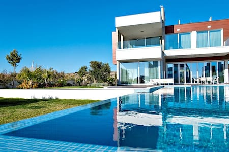 R892 Villa with Infinity Pool Jacuzzi  - Breakfast Included