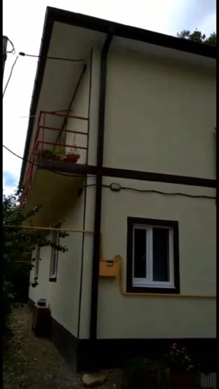 Дом 75 кв.м с 3 комнатами плюс автомобиль