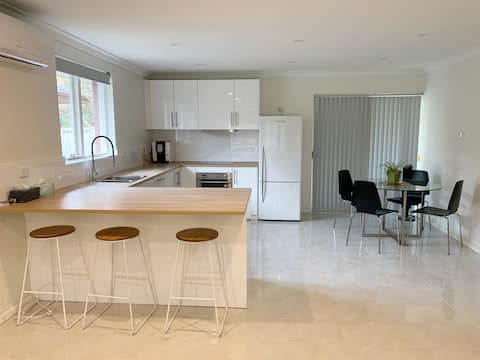 Newly Renovated 3Bed House - Close to Airport&City