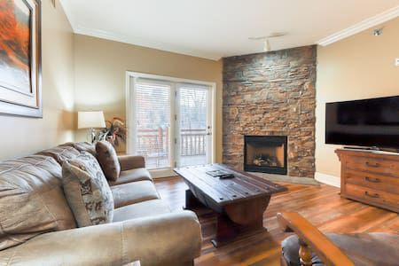 Beautiful downtown condo w/ shared pool, hot tub & fitness room!
