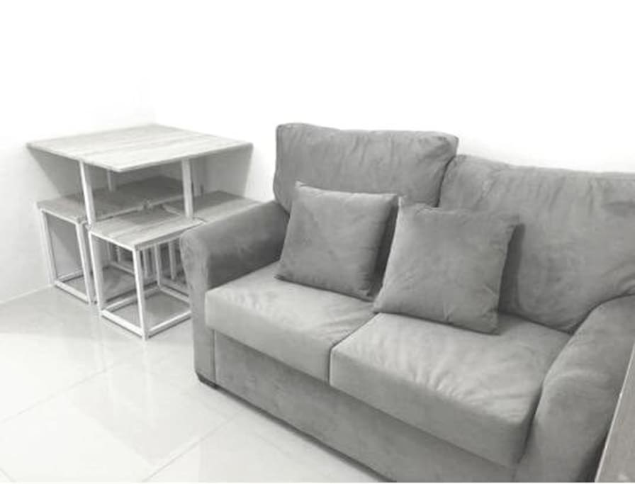 Simple but relaxing leaving room, with Dinimg table(good for 3 or 4 person)
