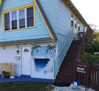 Private Fl 2 Two Bedroom in the heart of Wildwood.