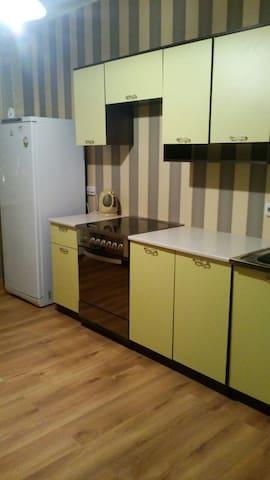 1 комн квартира в новом районе Суходолье - Tyumen' - อพาร์ทเมนท์