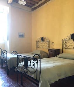 B&B budget accommodation in historical Castle and organic Farm!